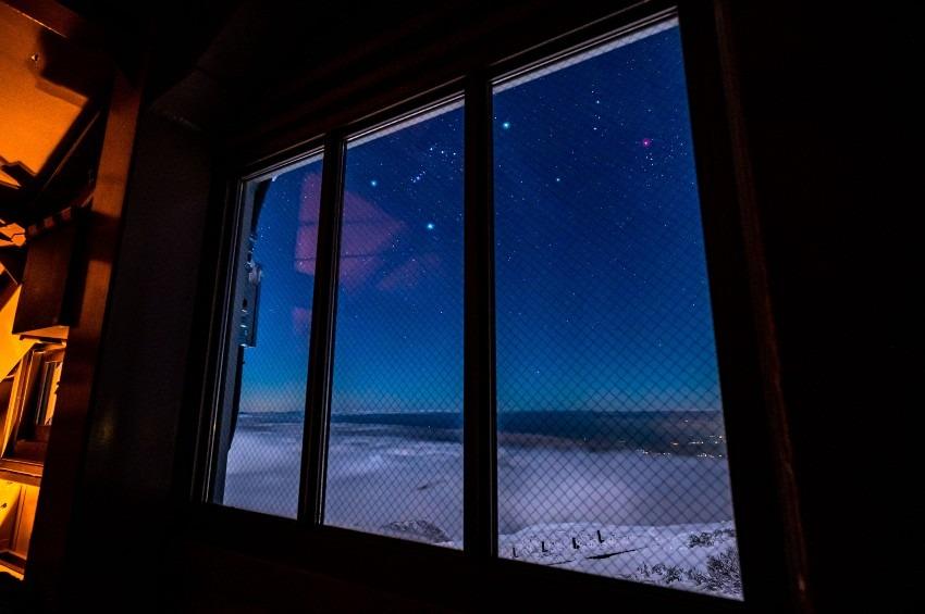 窓からこんばんは^^